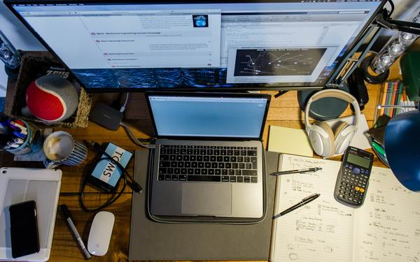 5 Tips to Clear Clutter In Your Workspace and Improve Productivity